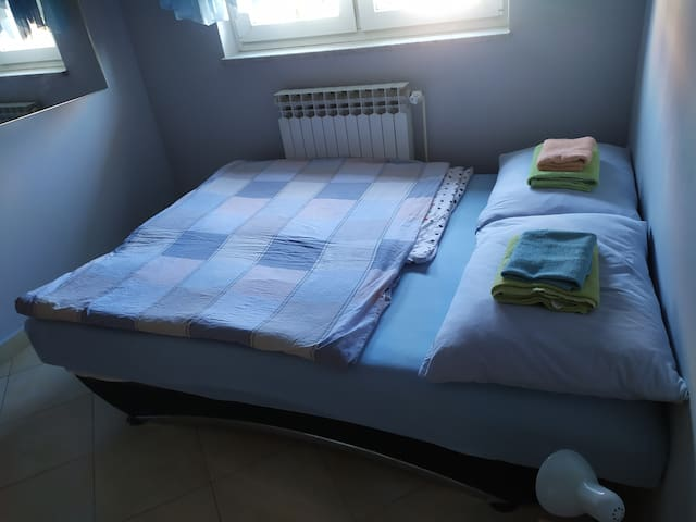 Double bed, for 1 or 2 people :)