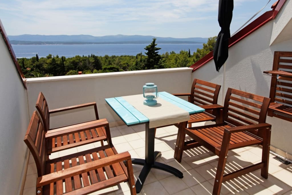 Enjoy your morning Coffee on this balcony with sea view
