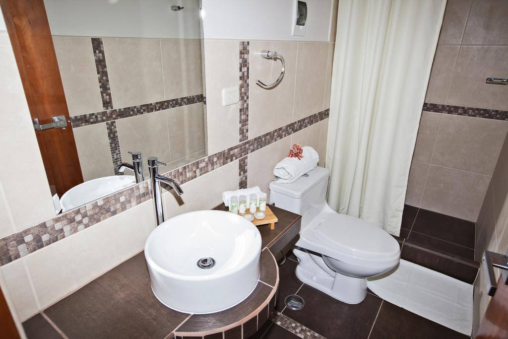 Baño principal, con sus respectivos amenities.