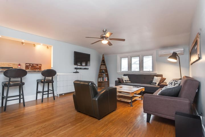 Perfect AirBNB in High Park- Upstairs Apartment