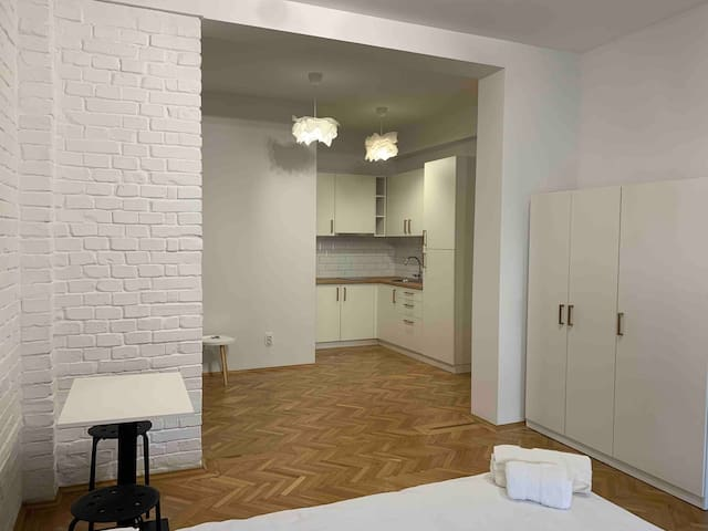 Large studio in city center with nice wooden floor