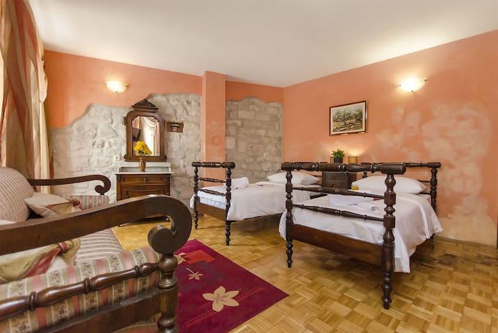 Room, 0m from city center, seaside in Trogir