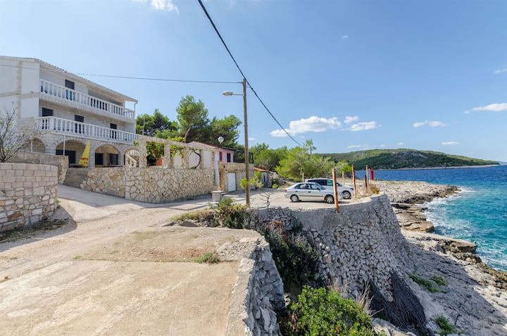 Apartman s četiri sobe, na plaži, Rogač - otok Šolta, Terasa