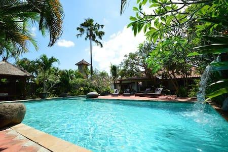 Large 3BR villa w/huge pool, close to Seminyak - Villa