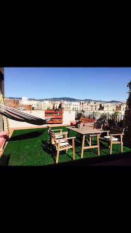 Atico en el centro con terraza. - Barcelona - Hus