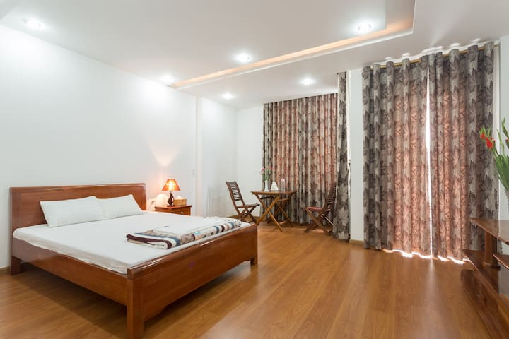 BIG BRIGHT SUITE with PRIVATE BATHROOM - An Hải Bắc - Rumah