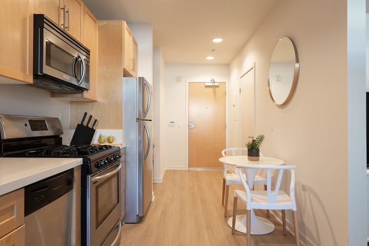 Fantastic Newly Remodeled  1-Bedroom- 4th Street- Near the Beach in  Beautiful Sunny Santa Monica