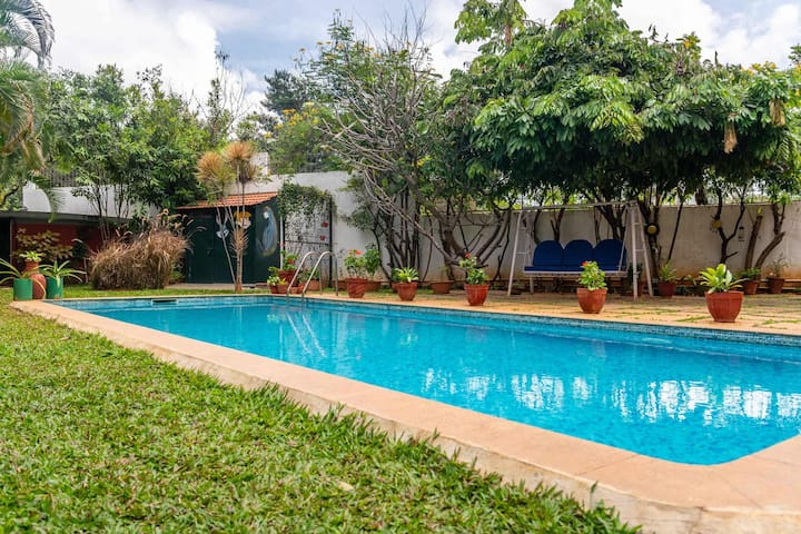 1BR Firefly@Bangalore Homestay - Pool + Chef+Lawn