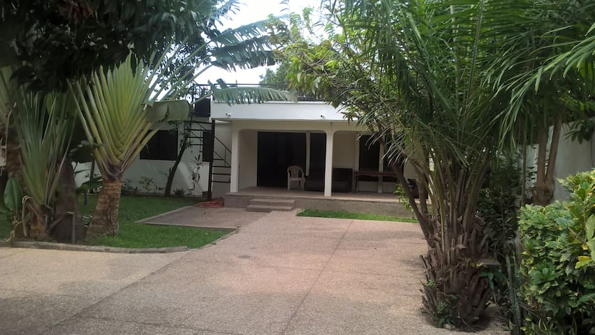 Crystalline Hostel and Tour Services - Accra - Rumah Tamu