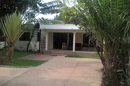 Crystalline Hostel and Tour Services - Accra - Ξενώνας