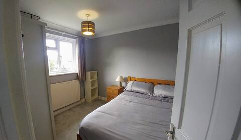 Spacious Double Bed in Congleton