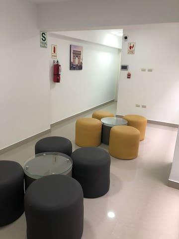Área común-sala de reuniones