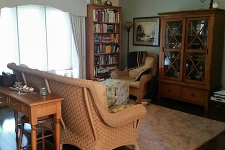 Private 2 bedroom duplex condo home - Brown Deer - Condominium