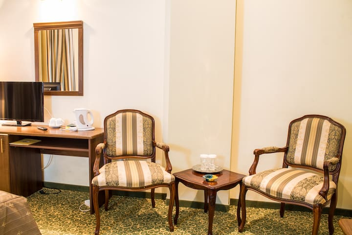 Central Hotel Ploiesti - Ploiești - Bed & Breakfast