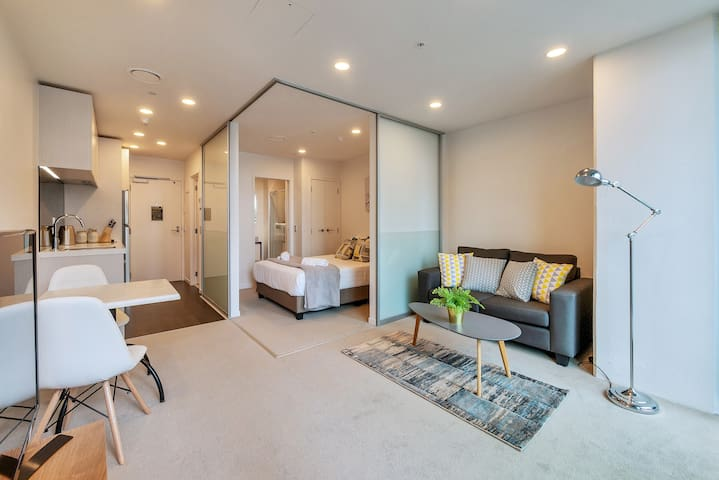 【JHT】Superb Central,BRAND NEW,Free Wifi,Netflix TV