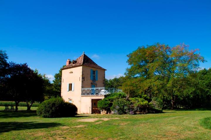 Pigeonnier à la campagne - Badefols-sur-Dordogne - Vacation home