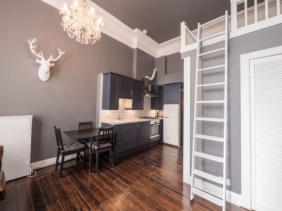 Mezzanine Sleeping Area bright apartment in the heart of edinburgh city - apartments for
