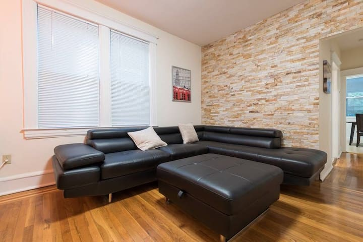 Gorgeous  3+ bedroom house  10mins Bus Ride to NYC