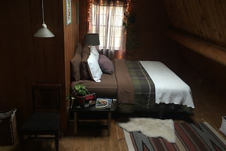 Cabin in the woods! Private room :) - Rehoboth