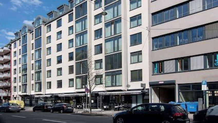 privat wohnen im hotel zentral und ruhig appartamenti in affitto a monaco bayern germania. Black Bedroom Furniture Sets. Home Design Ideas