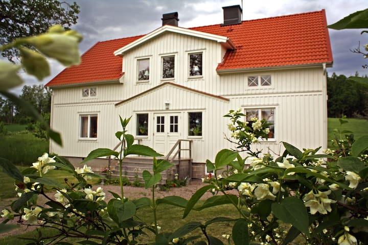 Stort hus i natursköna omgivningar