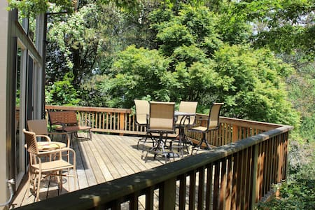 Sleeps 12 - walk to downtown! - McMinnville - House