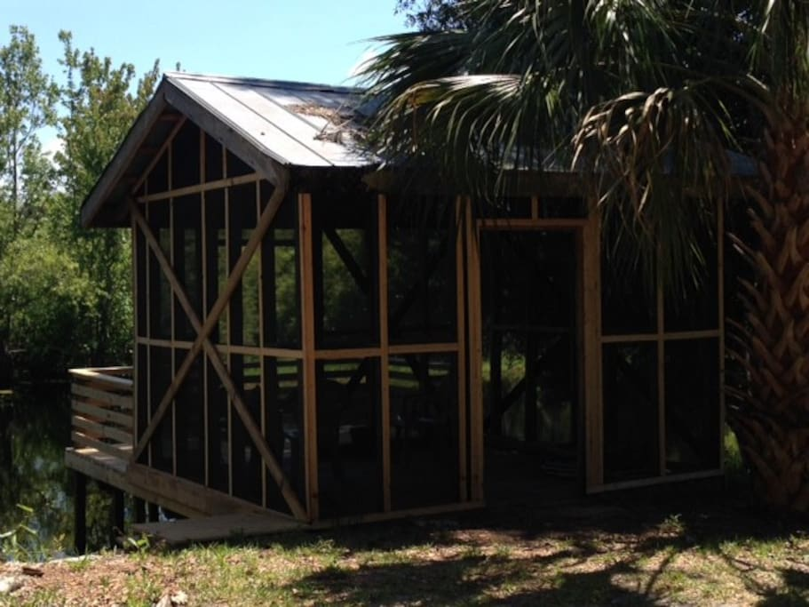 SCREENED IN DOCK HOUSE