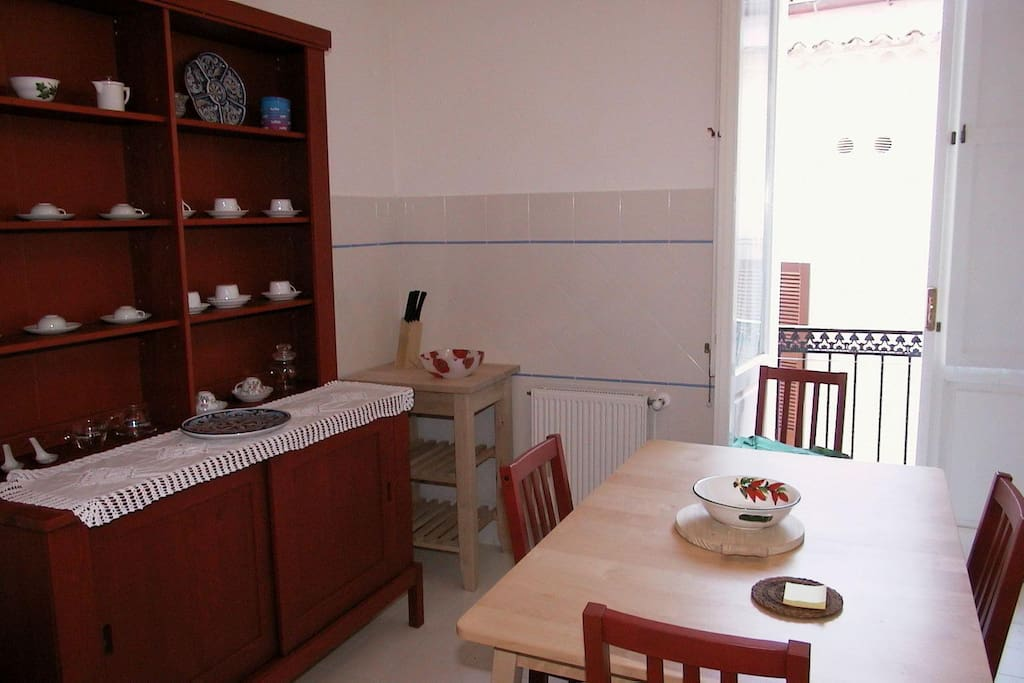 Kitchen with balcony (Cucina con balcone)