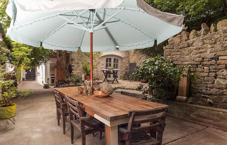 Garden Apartment in Medieval Square - Axbridge