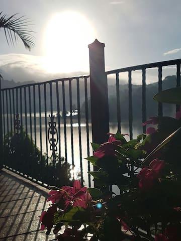Lakefront Paradise - Carite - Srub