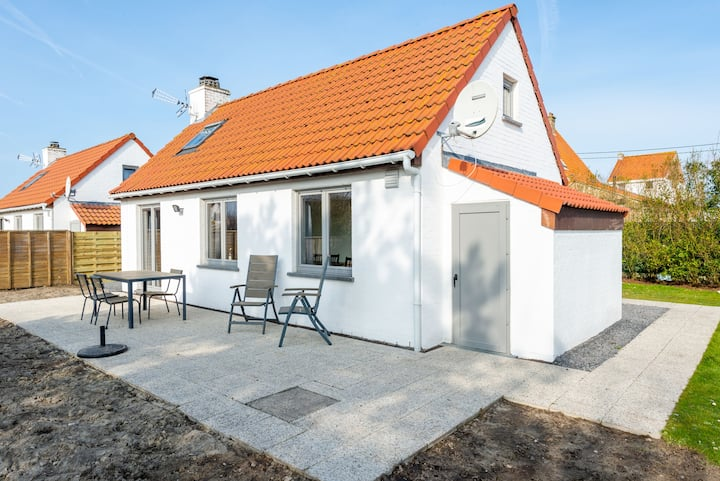 Spacious & Cozy Holiday Home close to the Coast