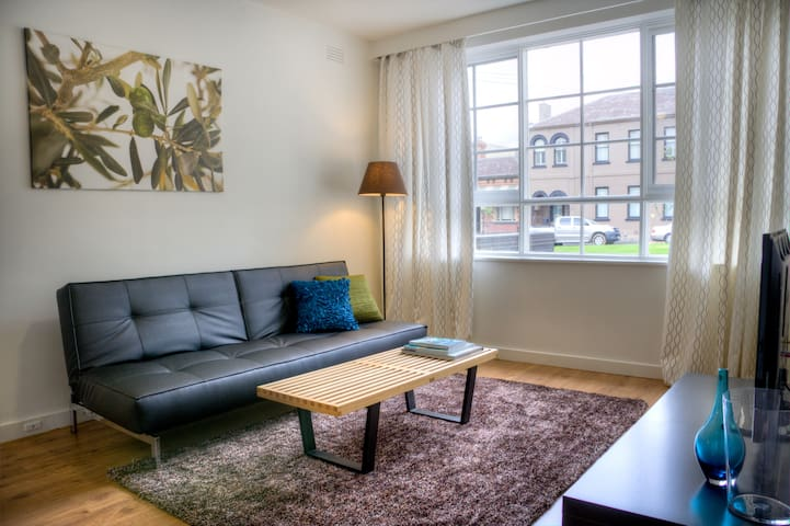(1) Stylish, East Melb 1bed apt