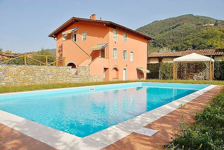 BERNINO APARTMENT WITH WIFI AND AC - Lucca - Apartemen