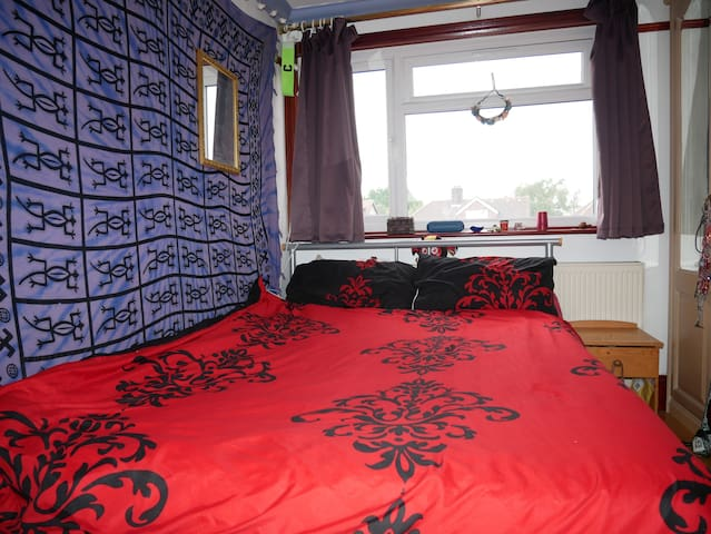 BIG DOUBLE ROOM, MODERN, COLORFUL- Central London