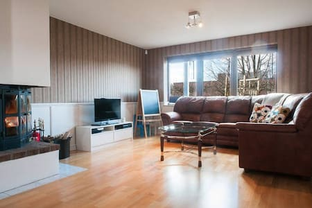Beautiful apartment in villa, great for big family - Huddinge - Lakás