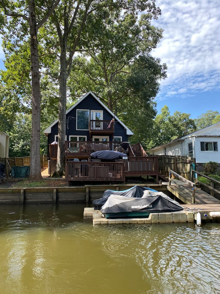 Cozy 2 Bed2 Bath waterfront home on High Rock Lake
