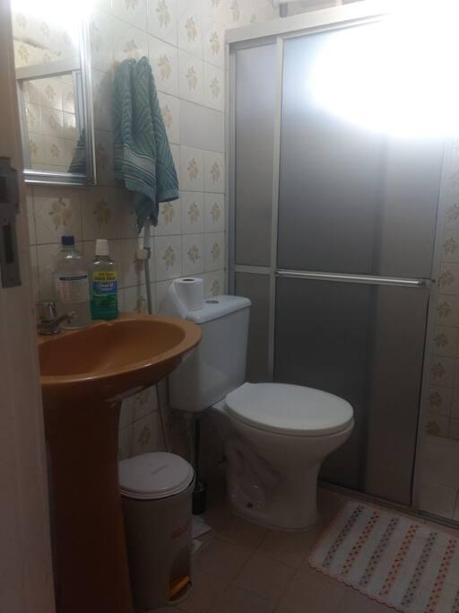 Banheiro de uso exclusivo dos hóspedes