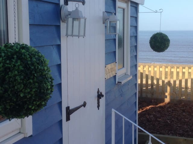 The Little Blue Shepherd Hut by the Sea - Bacton