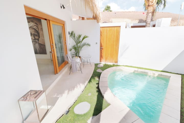 Garden Bungalow with Private Plunge Pool Canggu