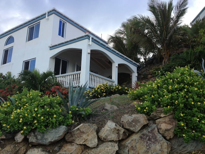 RedHawk Cottage -Directly on Caribbean Sea