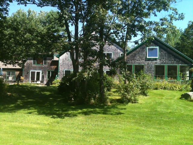 MASTER SUITE IN KENNEBUNKPORT HOME NEAR BEACHES