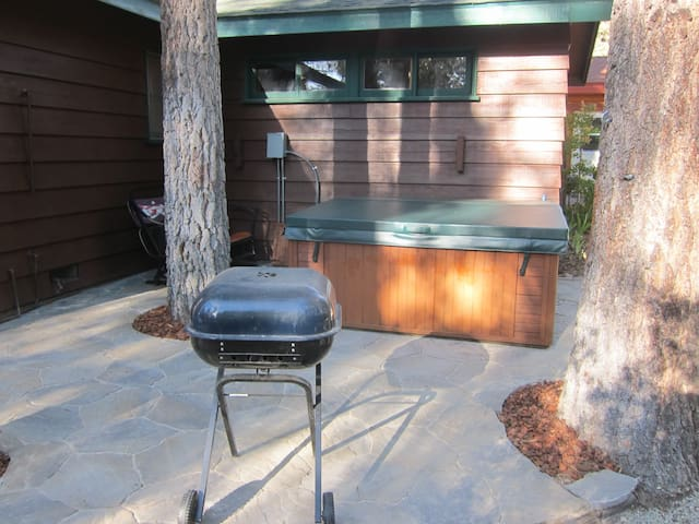 Chalet Dubois-hot tub,wifi,pets ok! - Big Bear