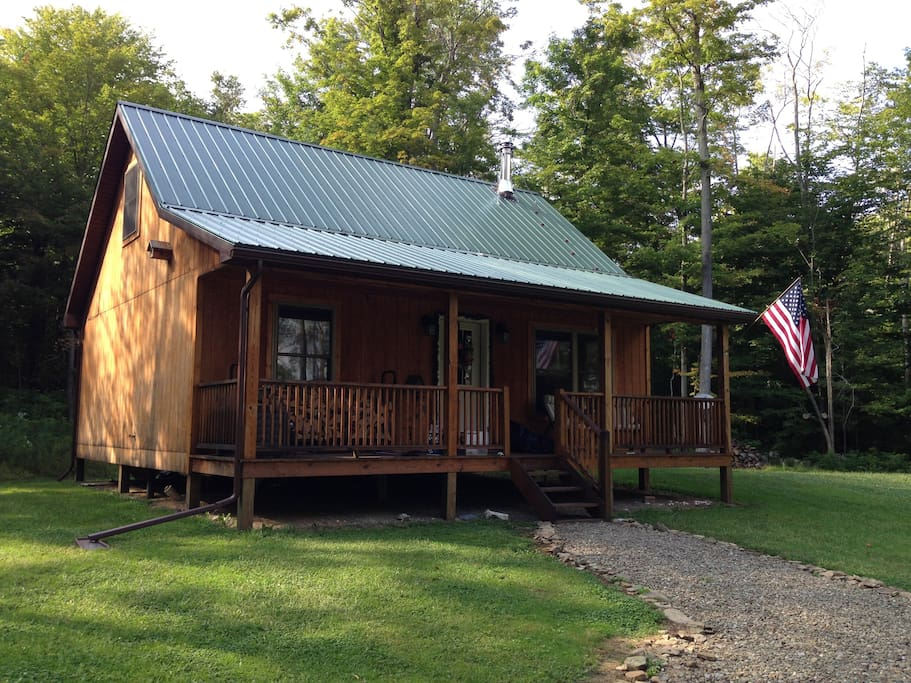Private cozy clean cabin, on 10 wooded acres.