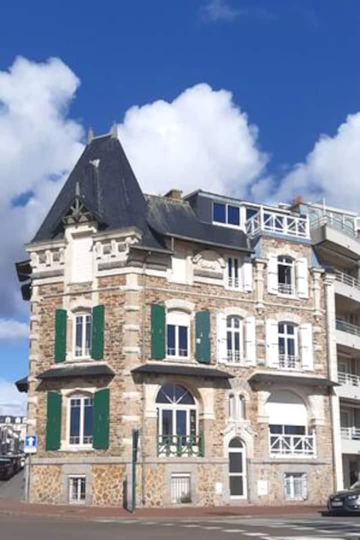 Appartement T2 avec courette face mer