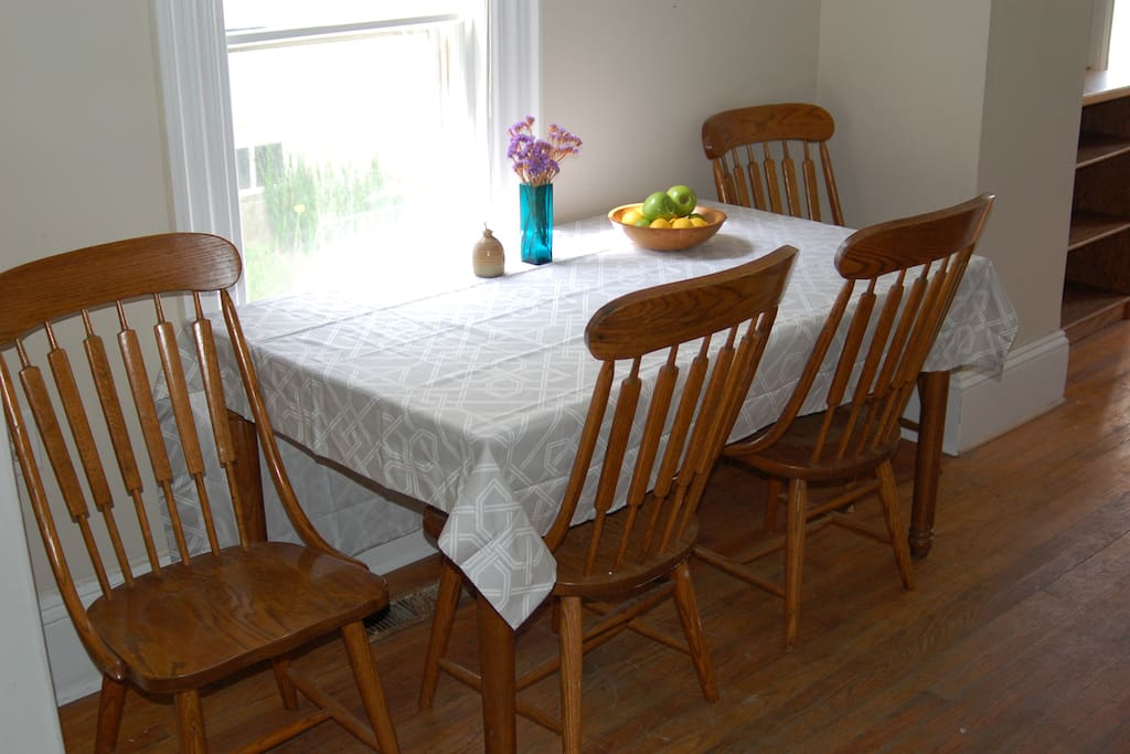 Dining area with seating for 4