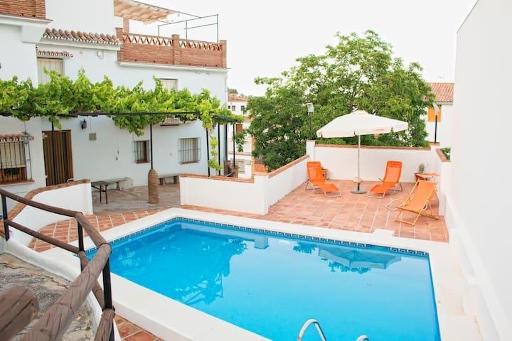 Casa Increíble & piscina en Málaga - Casarabonela - Huis
