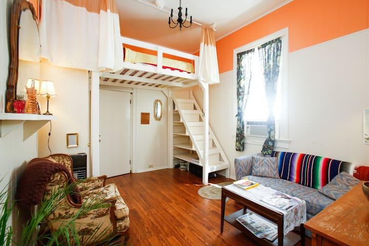 Le Peach Parlor,Free Bikes,Loft Bed