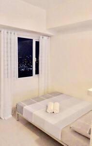 High Floor Studio Luxe Condo Unit - Кесон-Сити