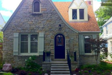Blue/Green BD, Kitchenette & Bath - Milwaukee