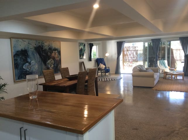 The Waves Retreat - Thirroul - Casa